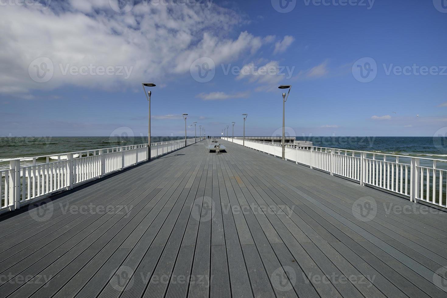 Panoramablick auf die Hafeneinfahrt Kolobrzeg, Polen foto