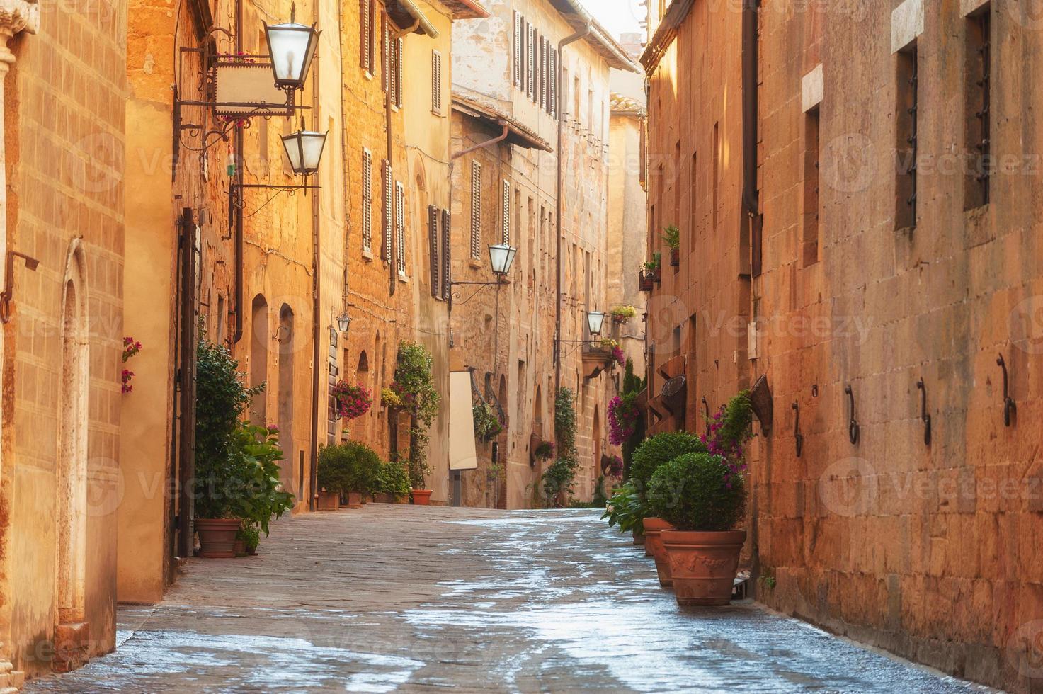 die Altstadt und die Straße aus dem Mittelalter foto