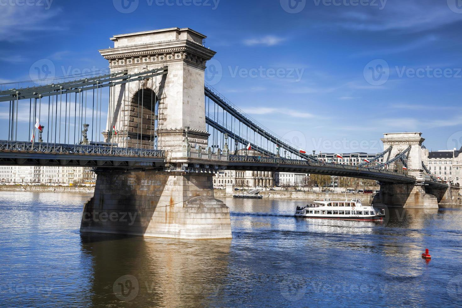 berühmte Kettenbrücke in Budapest, Ungarn foto