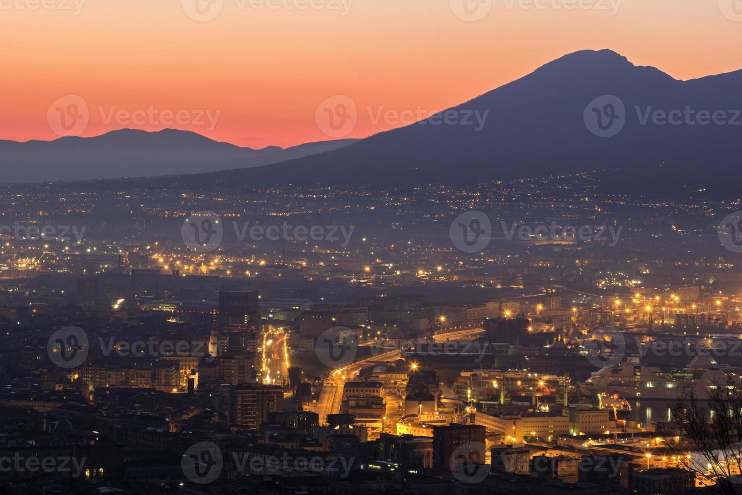 Neapel mit Vesuv im Hintergrund foto