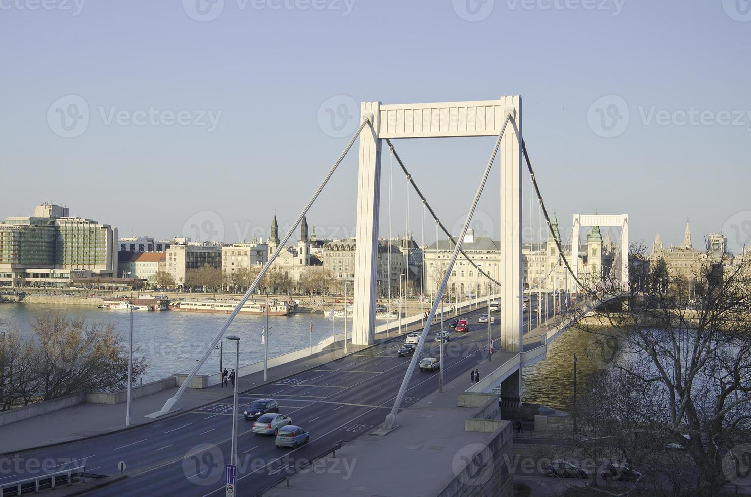 Kettenbrücke in der Nacht in Budapest foto