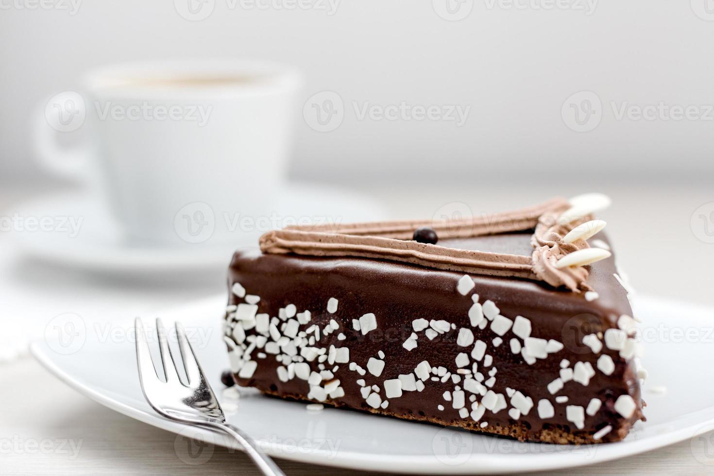 Schokoladenkuchen mit Kirsche foto