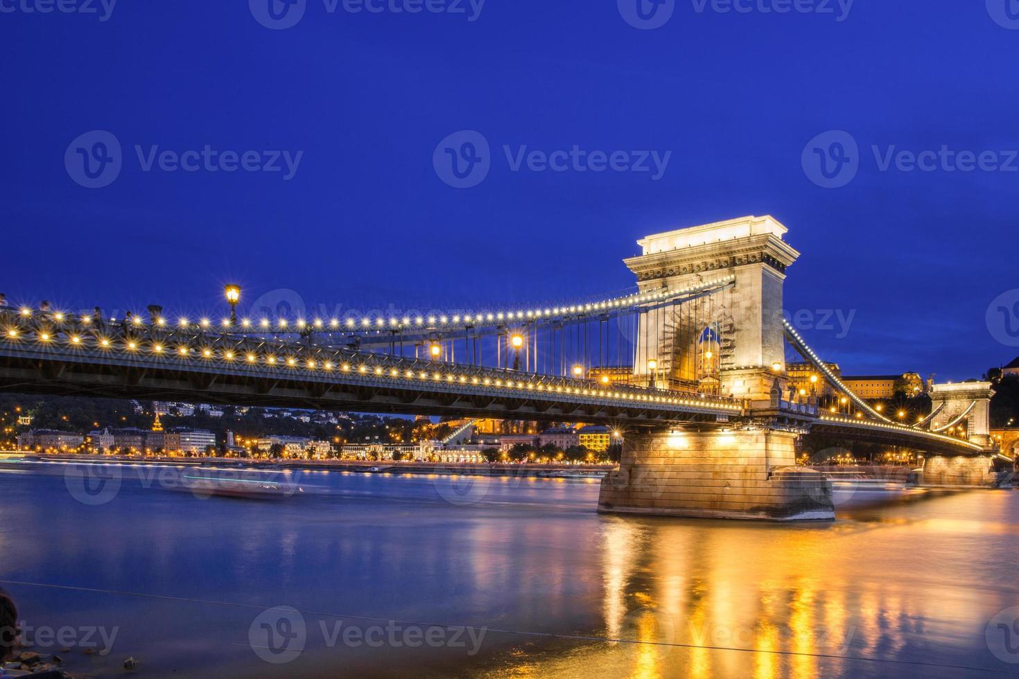ungarische Wahrzeichen an der Donau foto