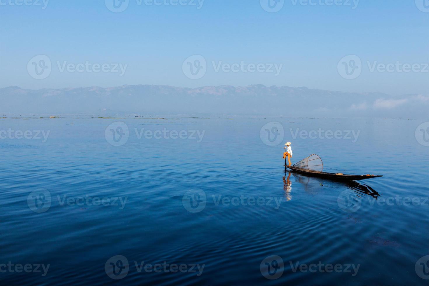 burmesischer Fischer am Inle See, Myanmar foto