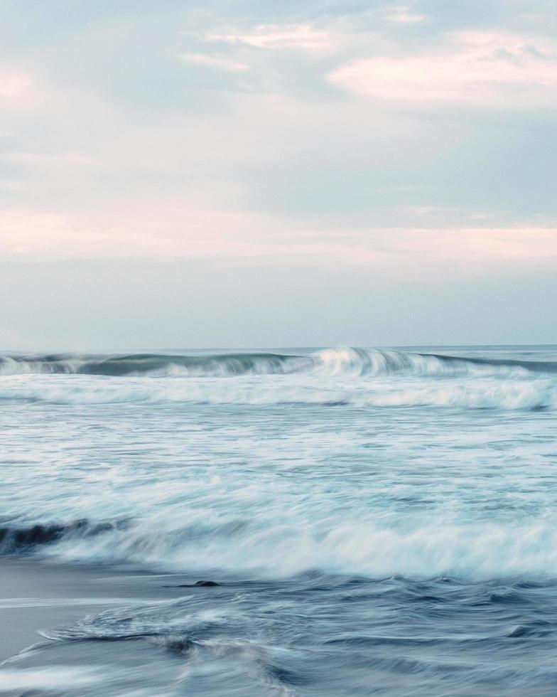 Zeitraffer der Meereswellen foto