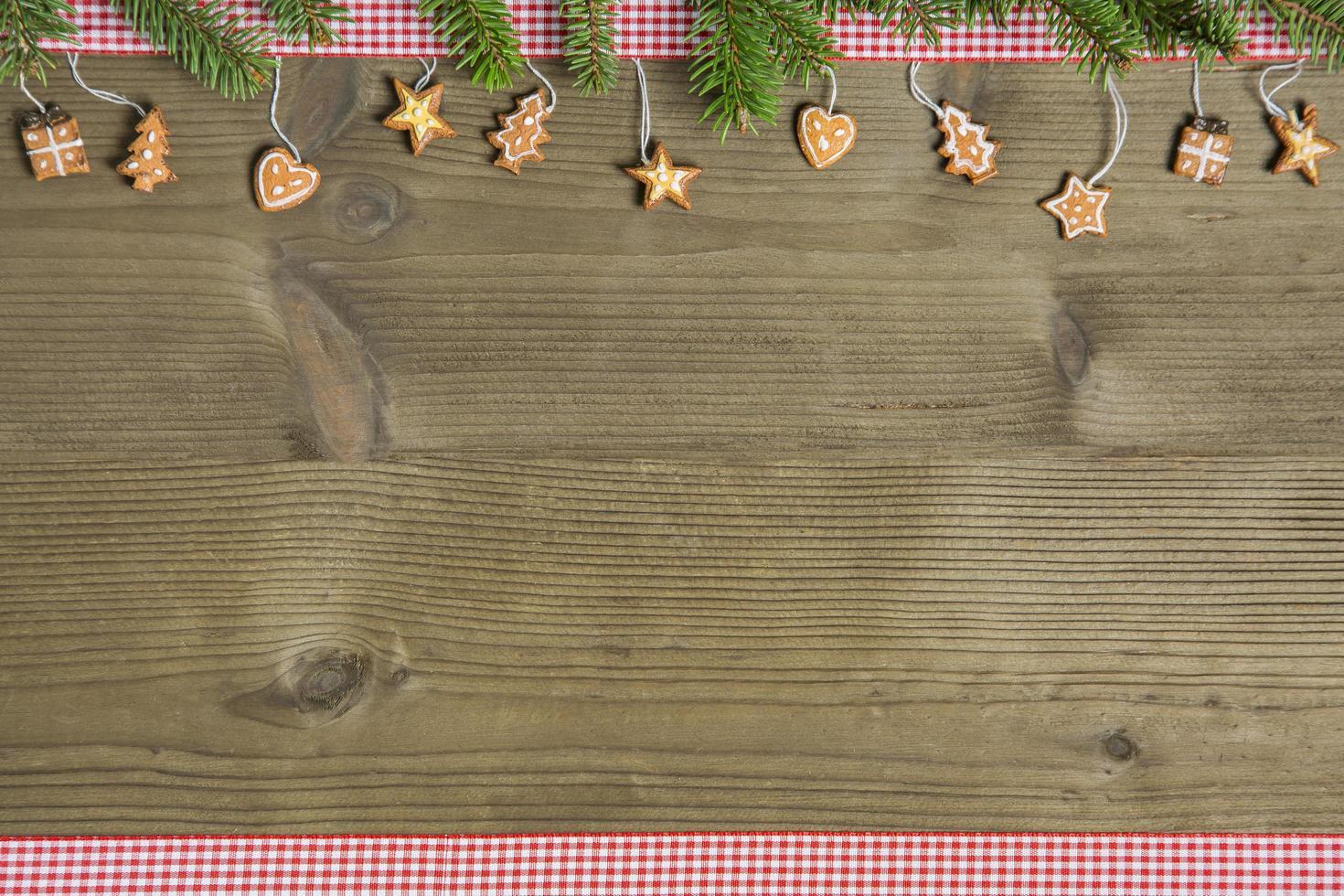 rustikale Weihnachtsdekoration auf Holztisch foto