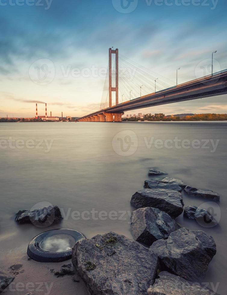 Südbrücke am Morgen Kiew Stadt. Ukraine. foto