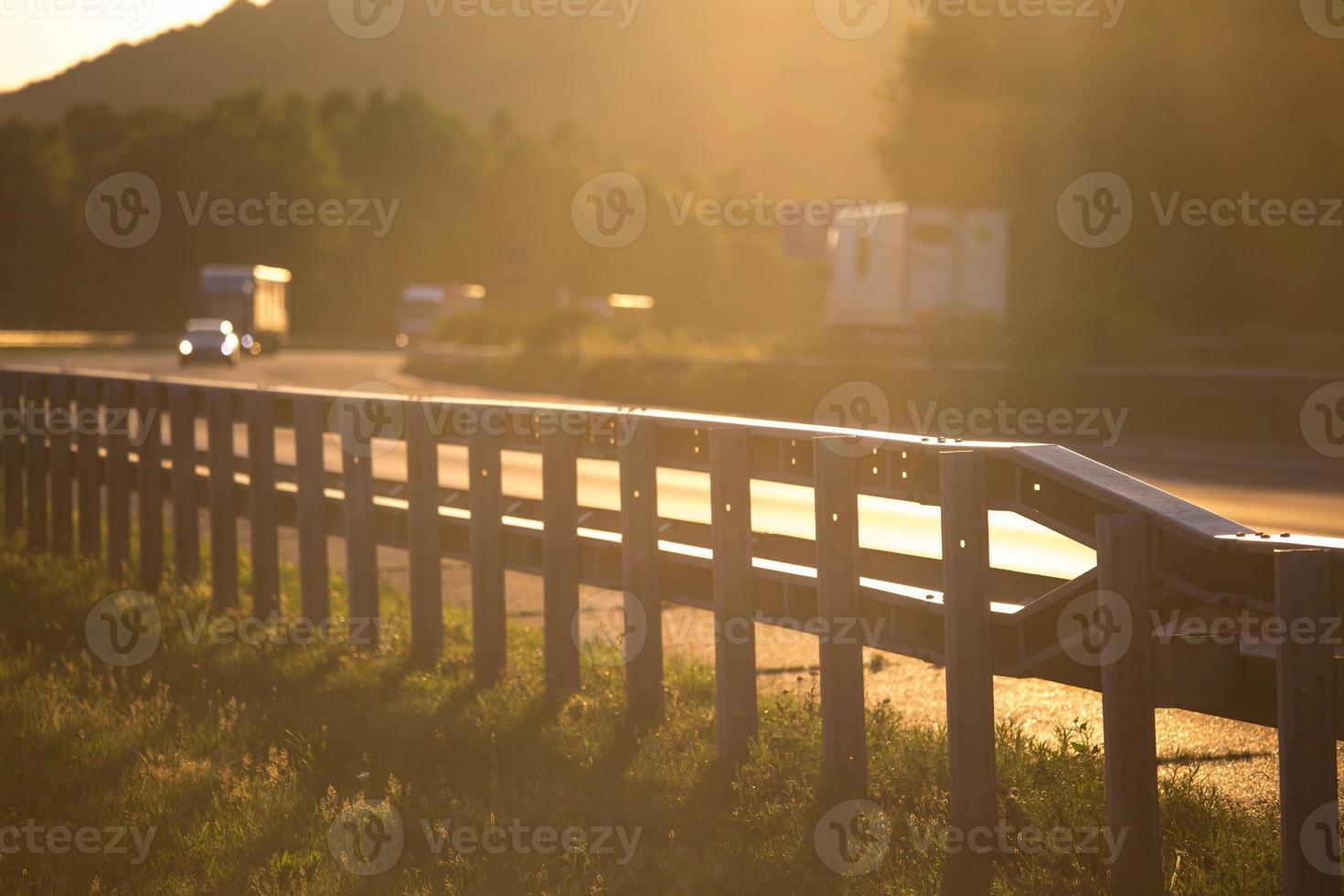 Sonnenuntergang auf der deutschen Autobahn foto