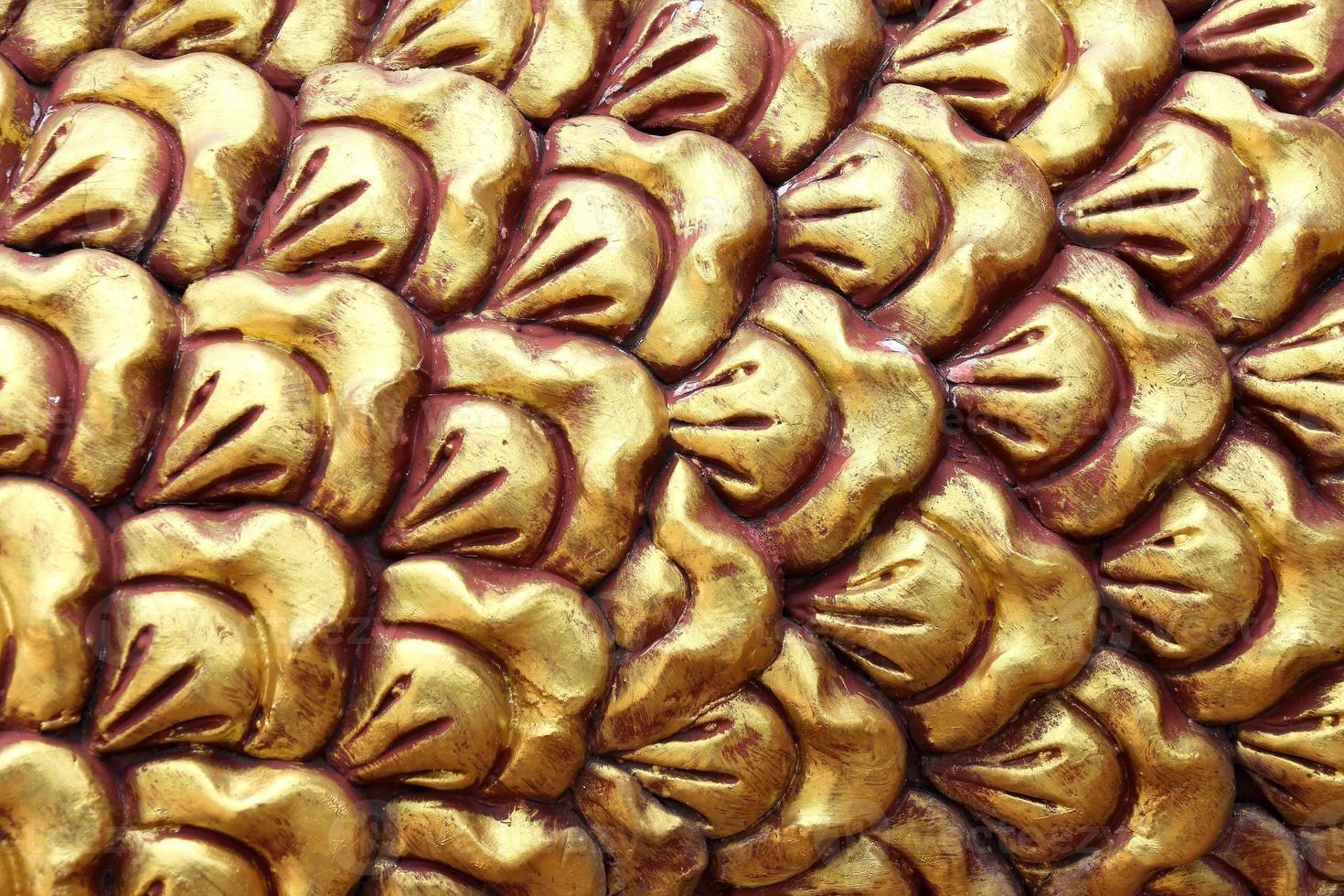 Gold Drachenschuppen Hintergrund Textur Oberflächendekoration. foto