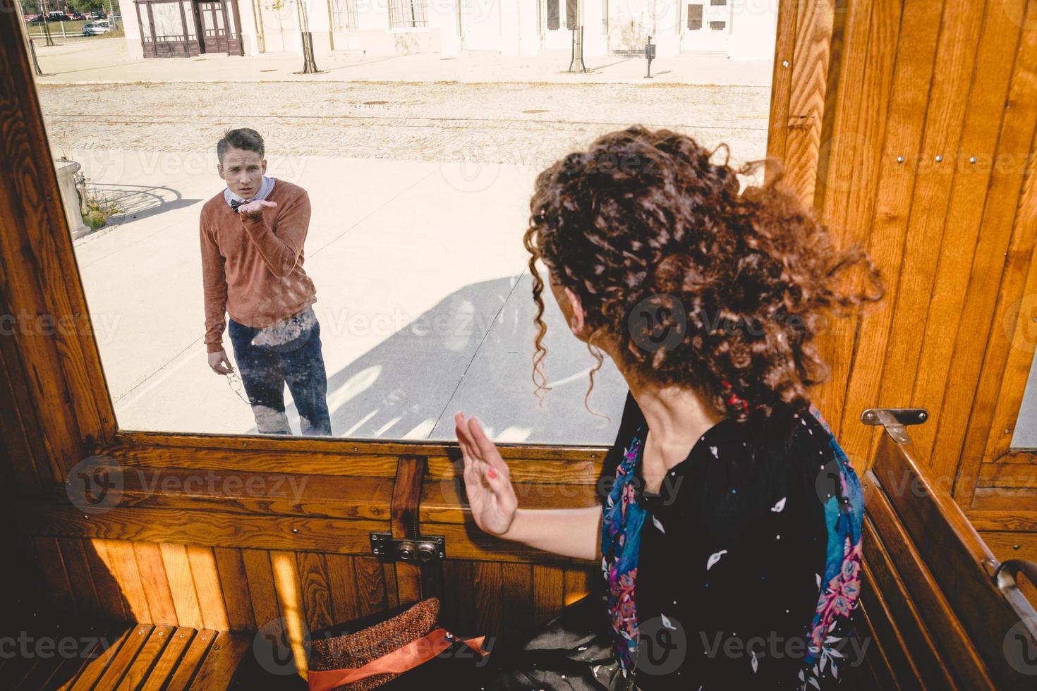 Kuss zum Abschied von Freund oder Ehemann foto