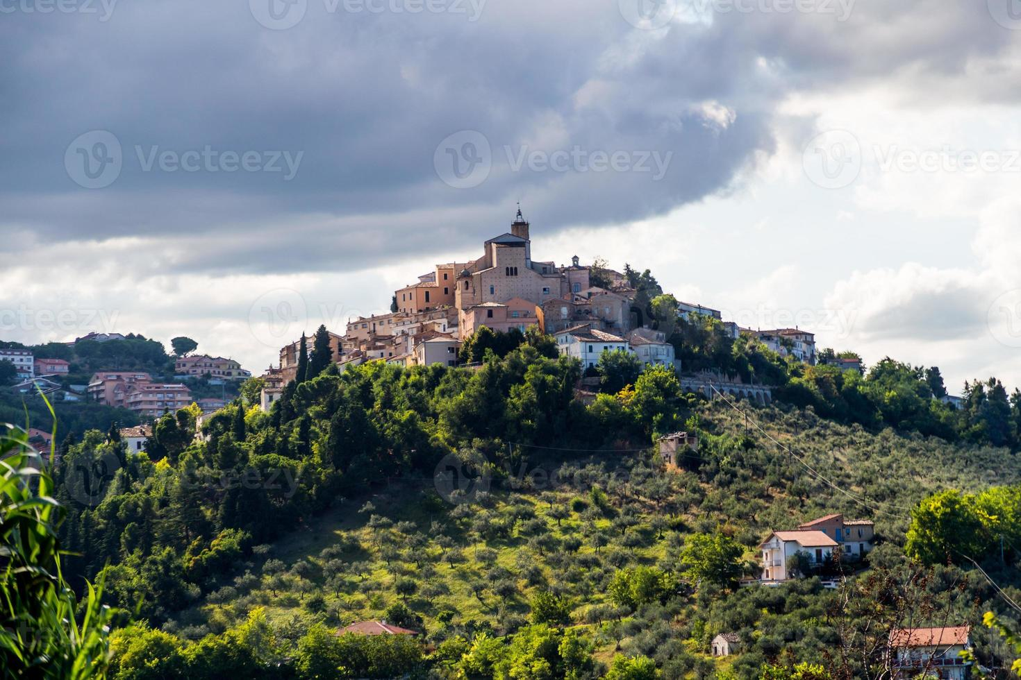 mittelalterliche Stadt Loreto Aprutino, Abruzzen, Italien foto