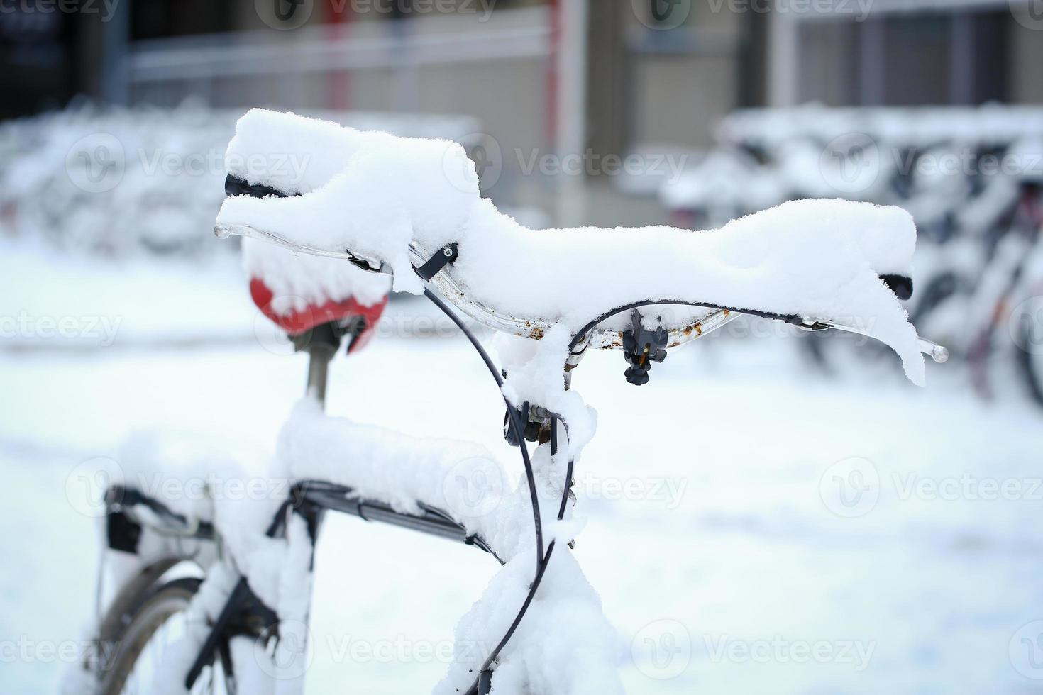 Fahrrad mit Schnee foto