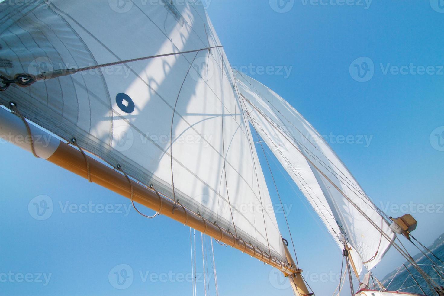 Segeln auf einem Segelboot foto