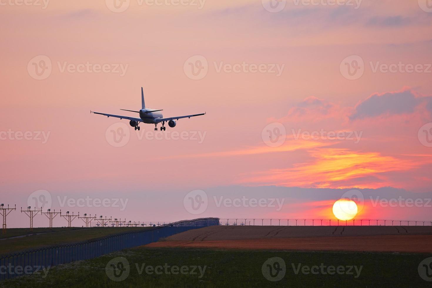 Flughafen bei Sonnenuntergang foto