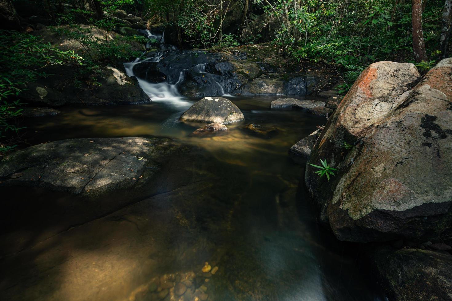Naturlandschaft am Khlong Pla Kang Wasserfall foto