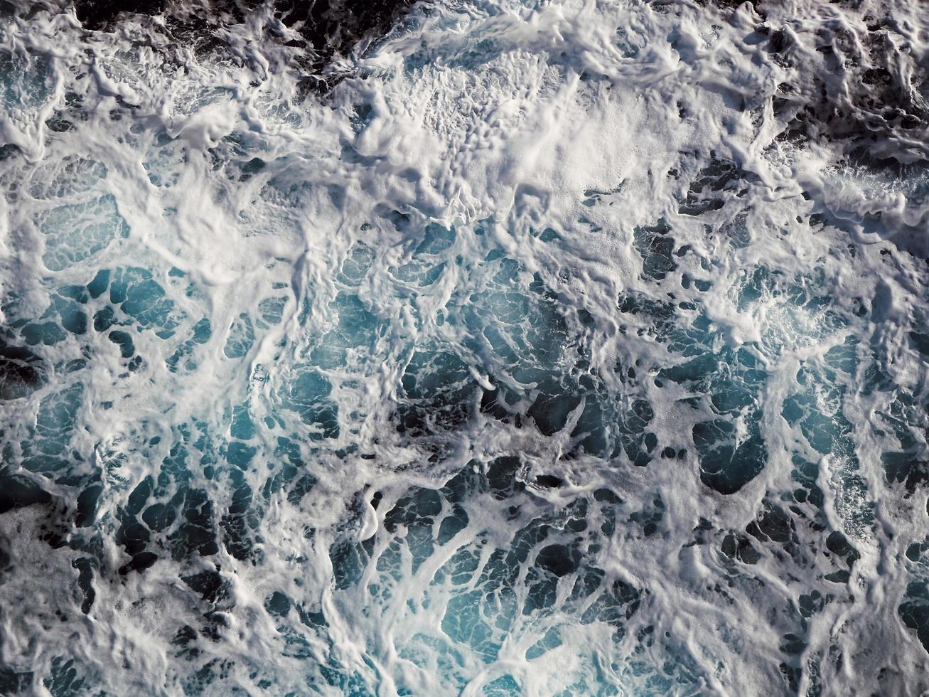 Schaum auf den Wellen foto