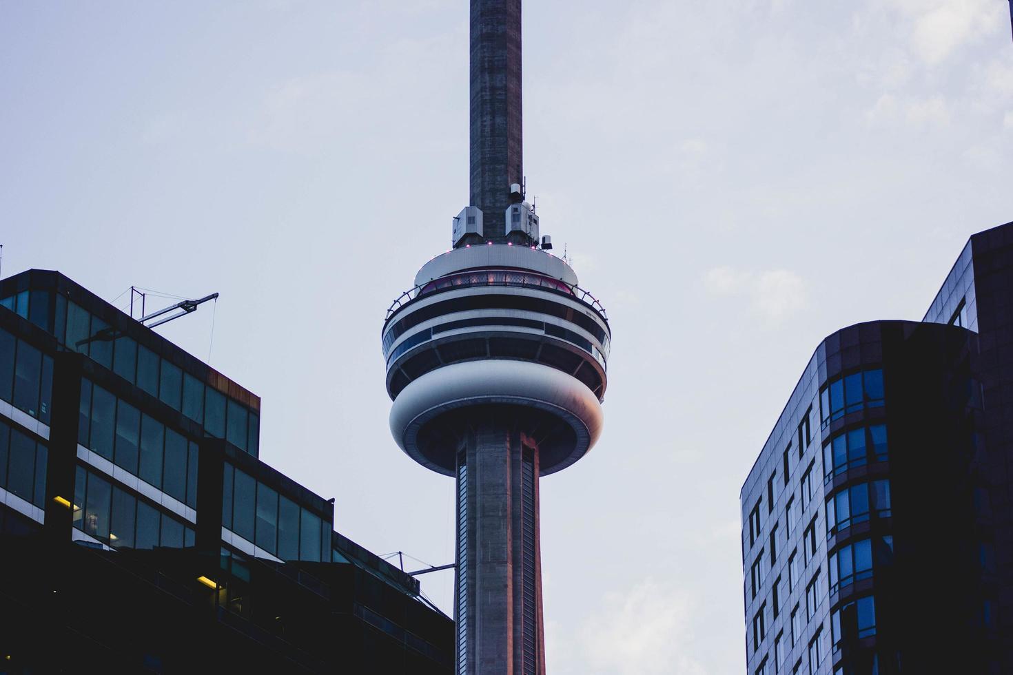 Toronto, Kanada, 2020 - Abendansicht des CN Tower foto