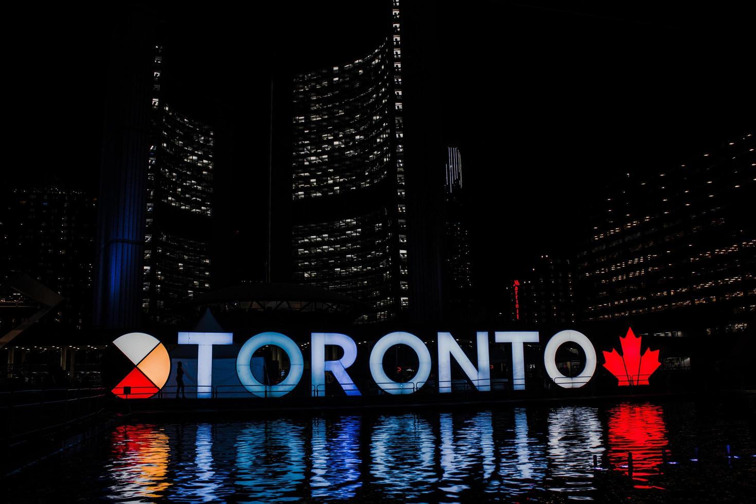 Toronto, Ontario, Kanada, 2020 - 3d Toronto Zeichen in der Nacht foto