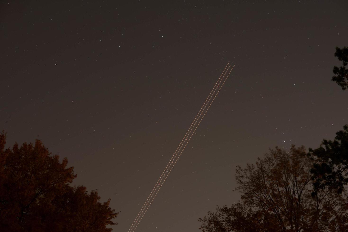 Langzeitbelichtung von Lichtspuren foto
