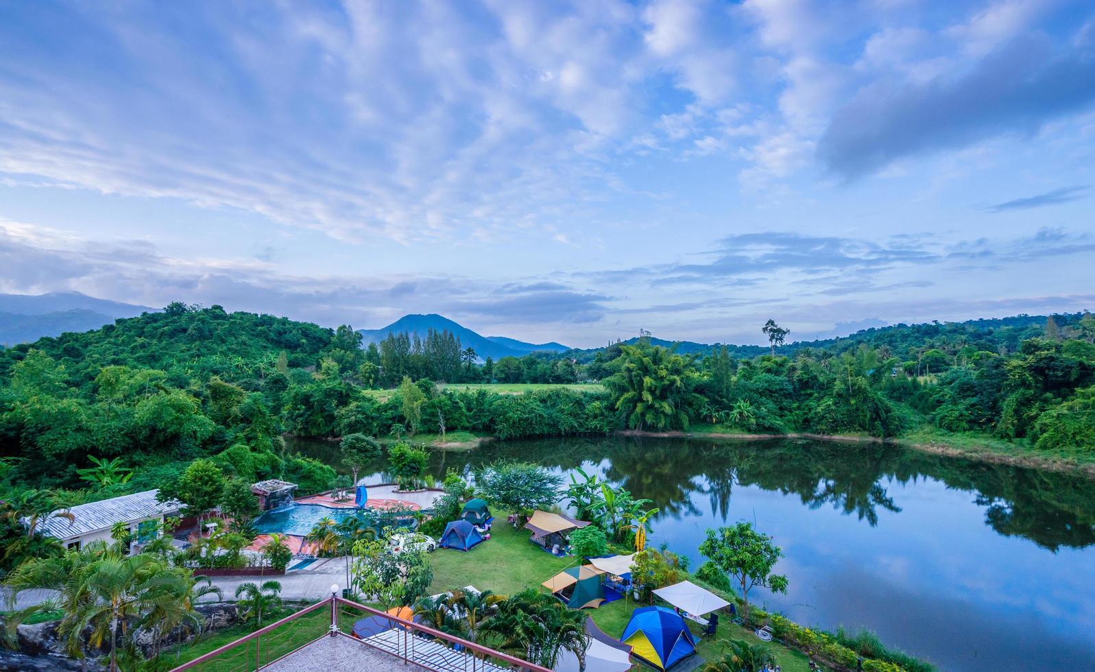 Campingplatz am Fluss foto