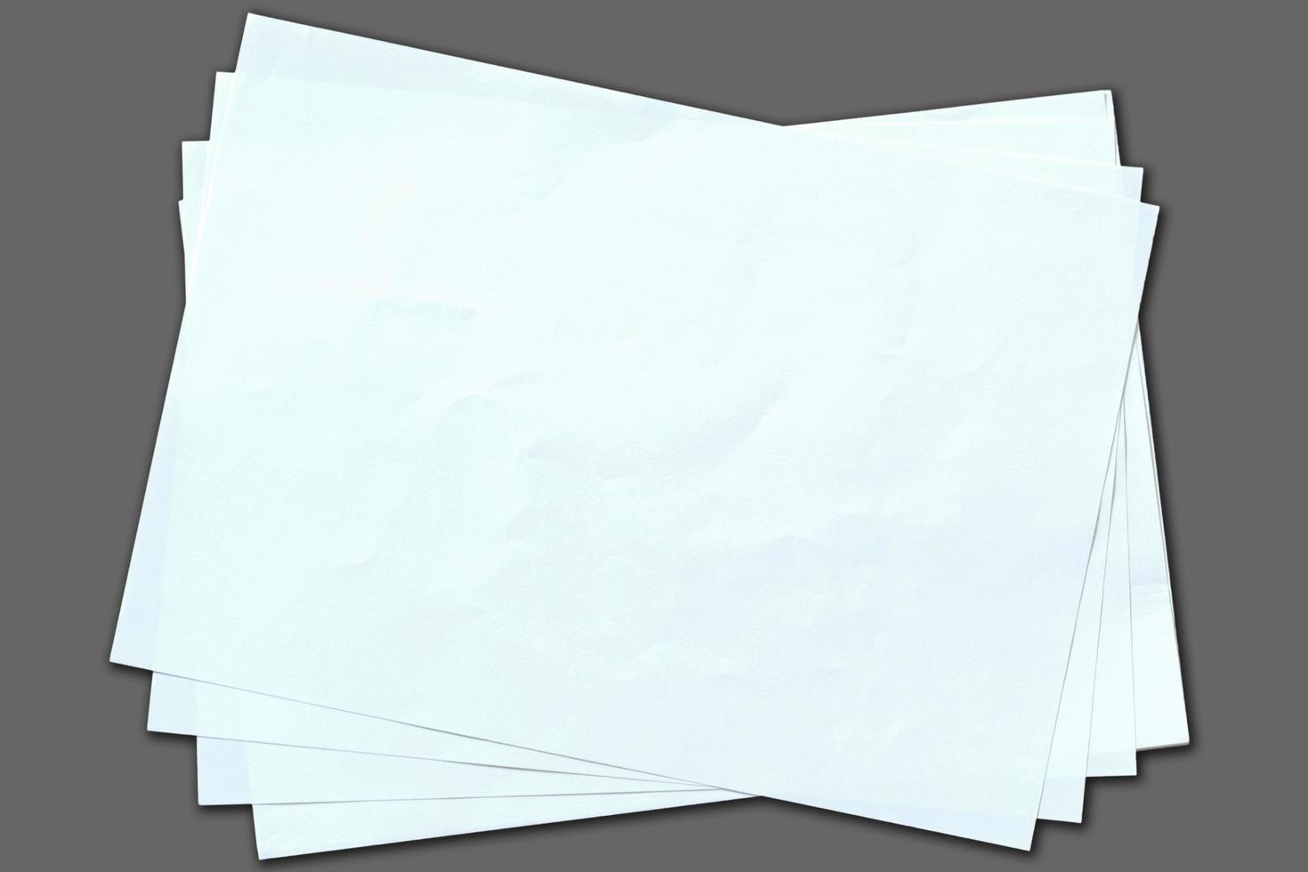 isoliertes leeres weißes Papier foto