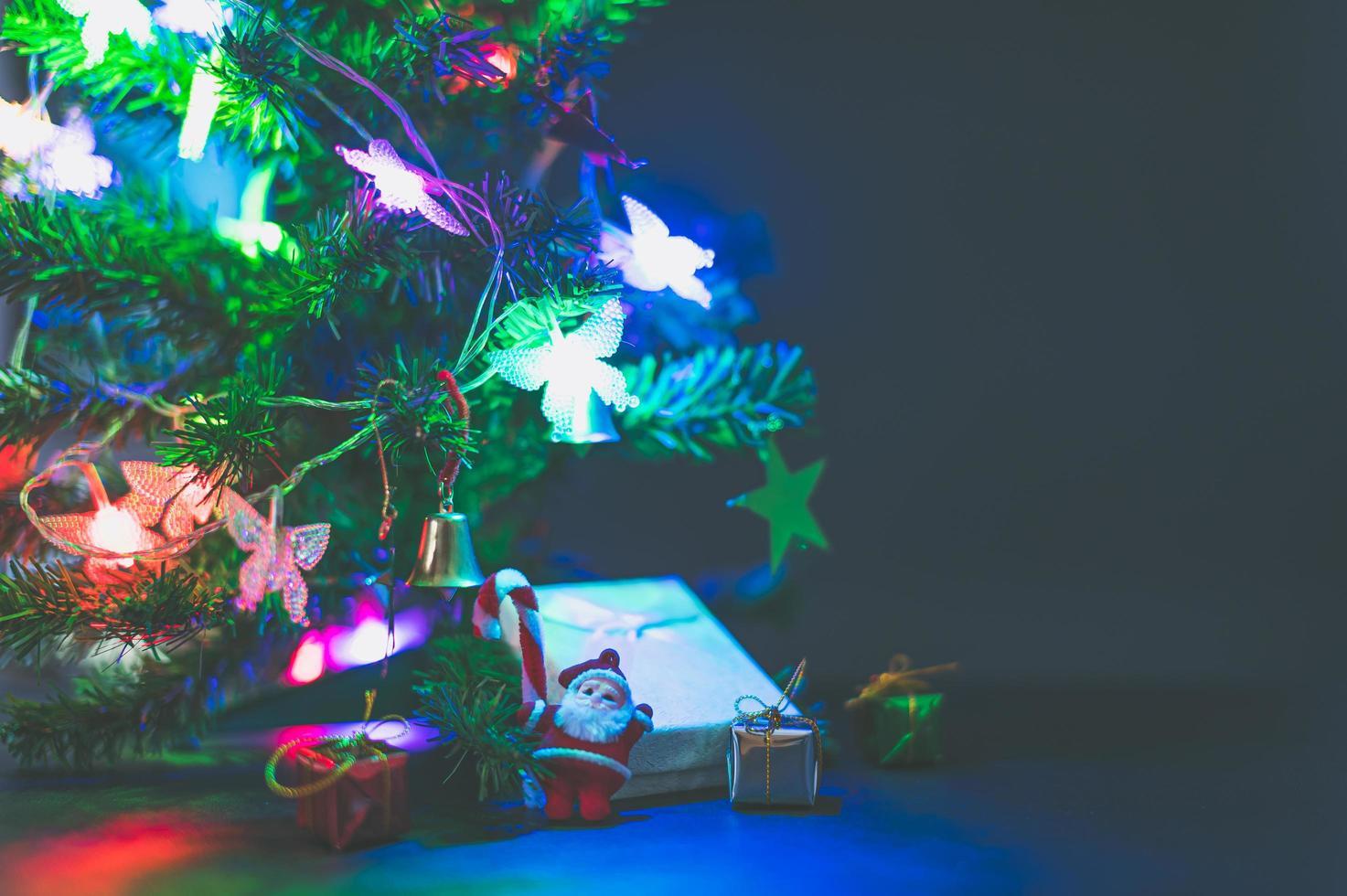 Frohe Weihnachten Hintergrund mit Weihnachtsbaum foto