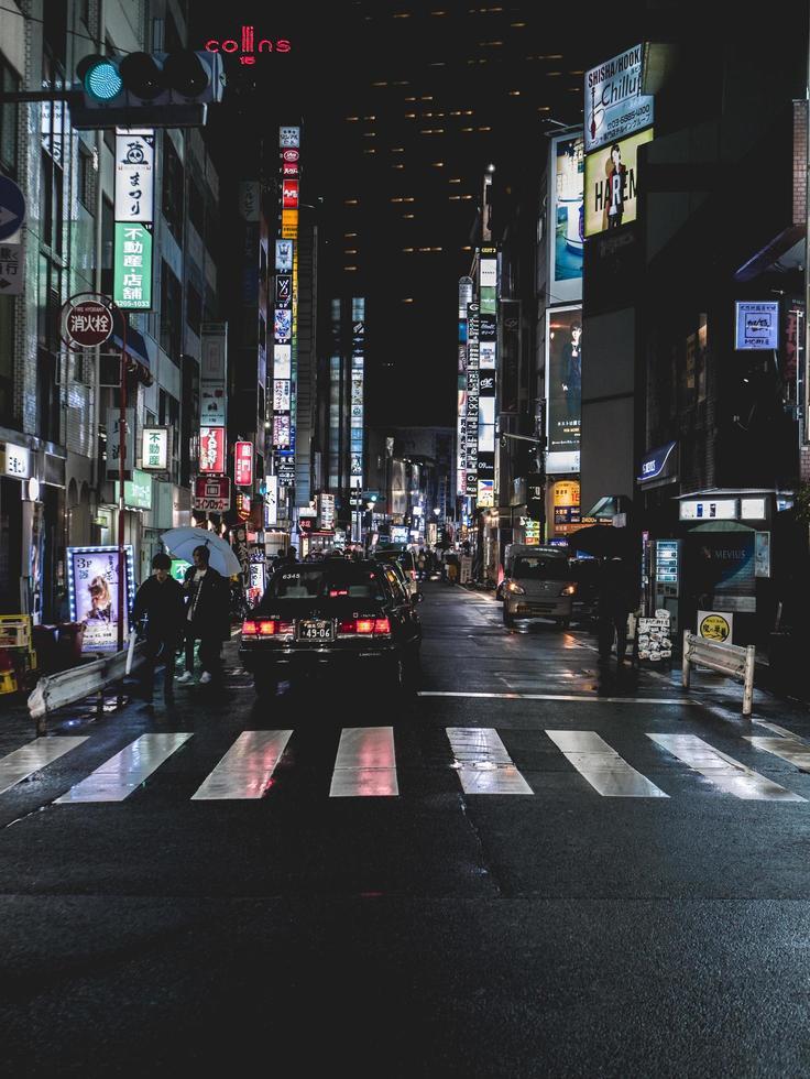 osaka, japan, 2018-touristen packen das einkaufsviertel in osaka foto
