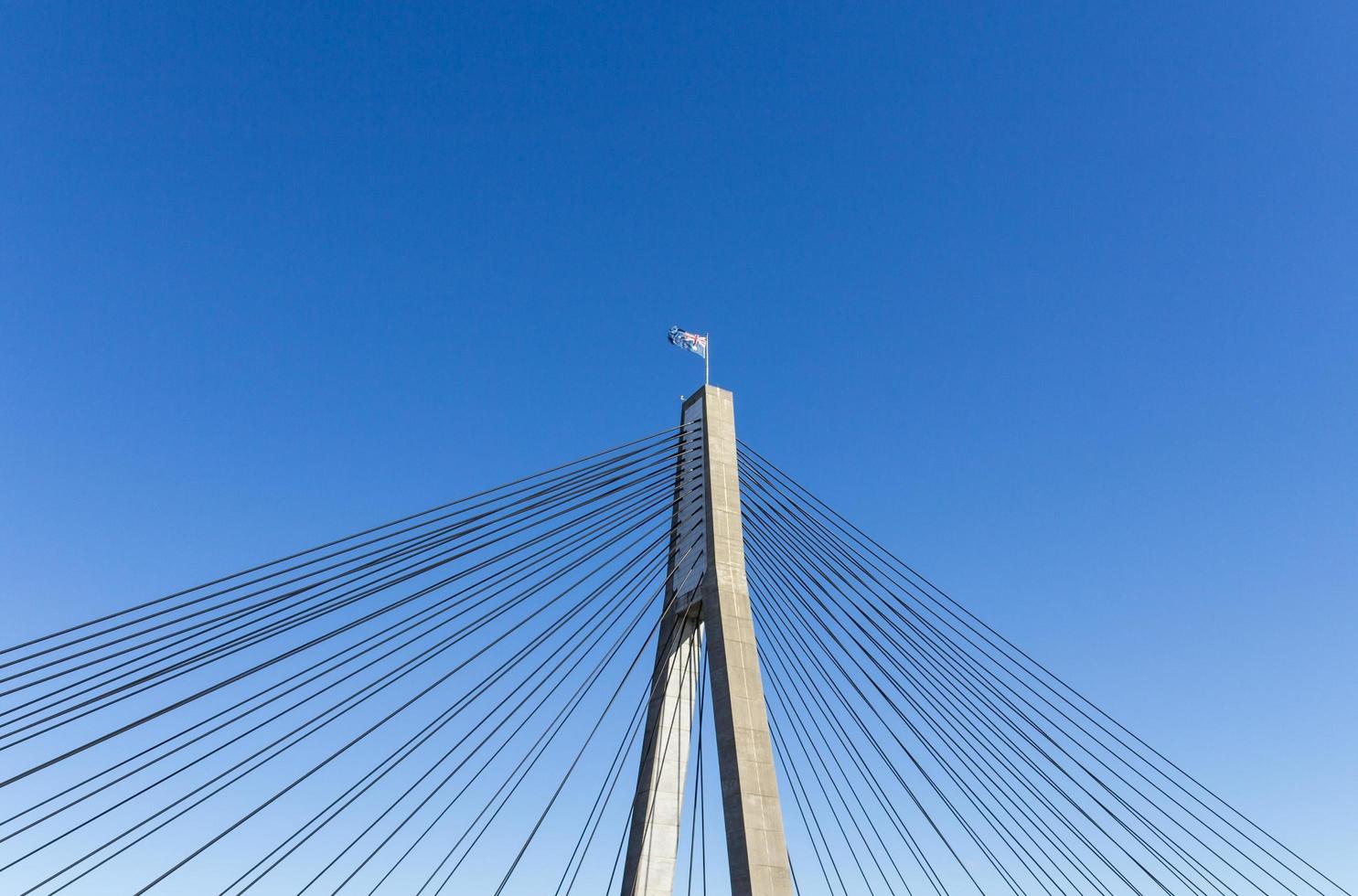 Spitze der Brücke mit australischer Flagge foto