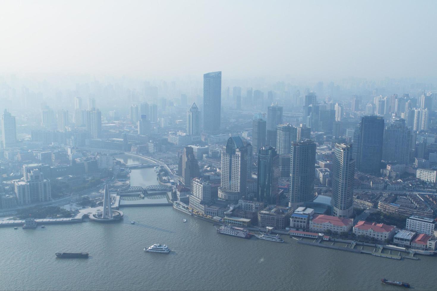 Shanghai, China, 2020 - Luftaufnahme von Stadtgebäuden foto
