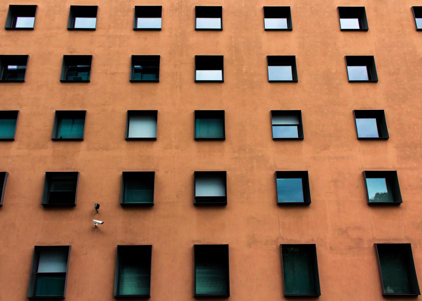 berlin, deutschland, 2020 - braunes wohnhaus tagsüber foto