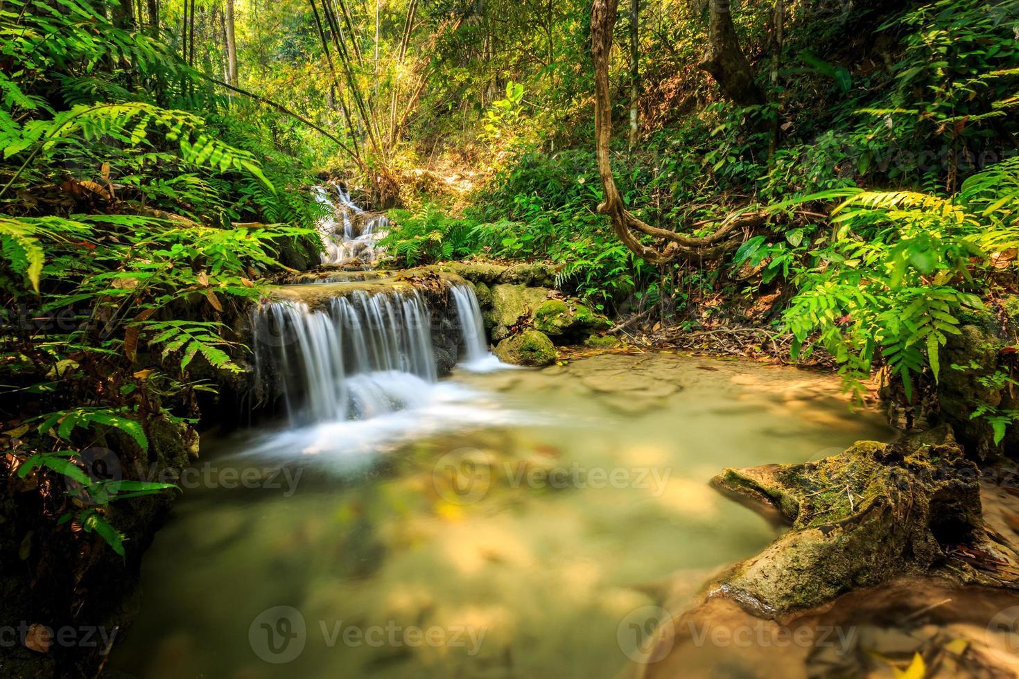 wundervoller wasserfall in thailand, pugang chiangrai foto