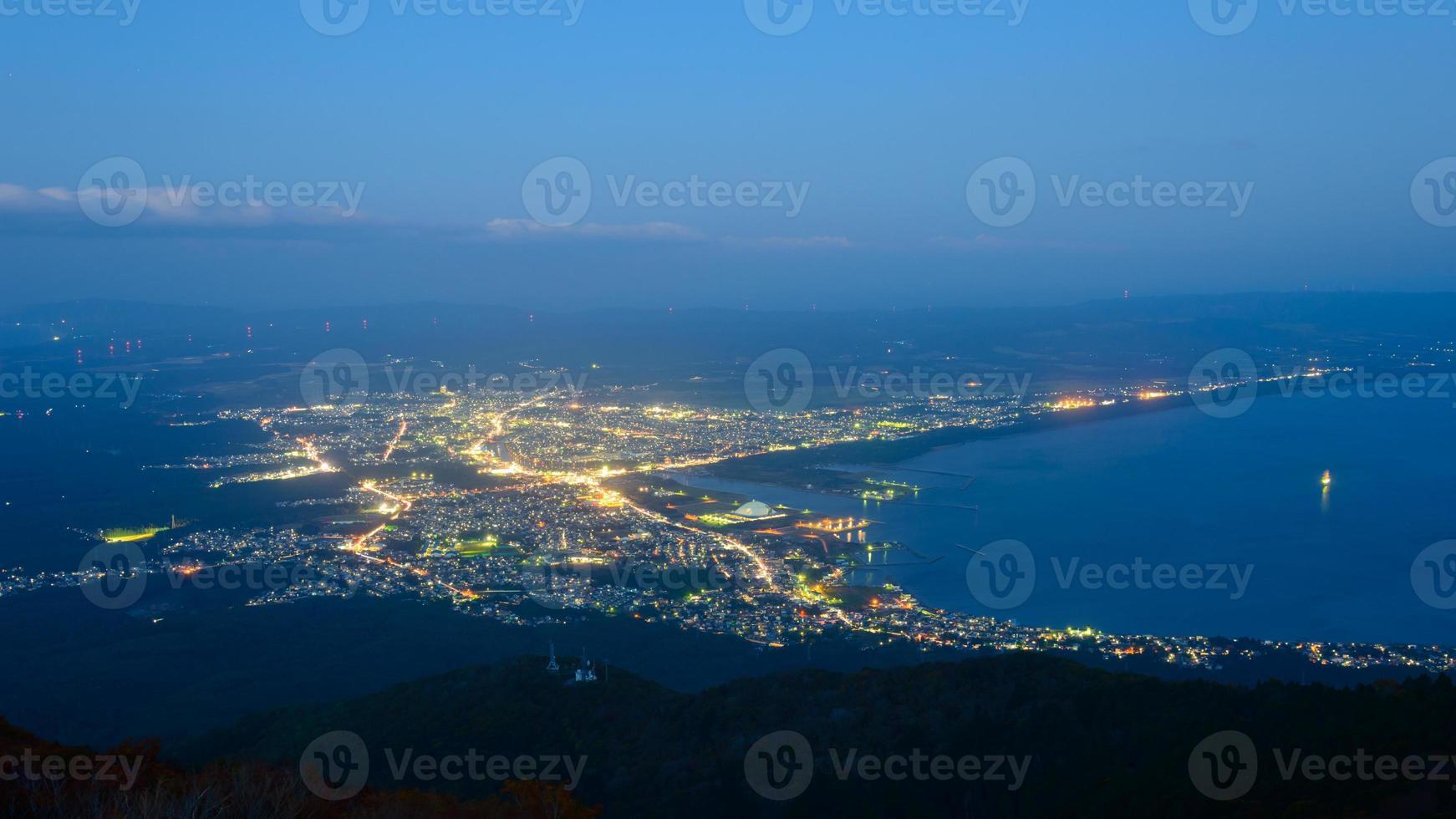 Nachtszene der Stadt Mutsu foto
