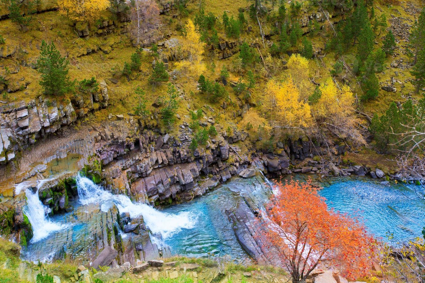 gradas de soaso in den Pyrenäen des Flusses Arazas Ordesa Valley foto