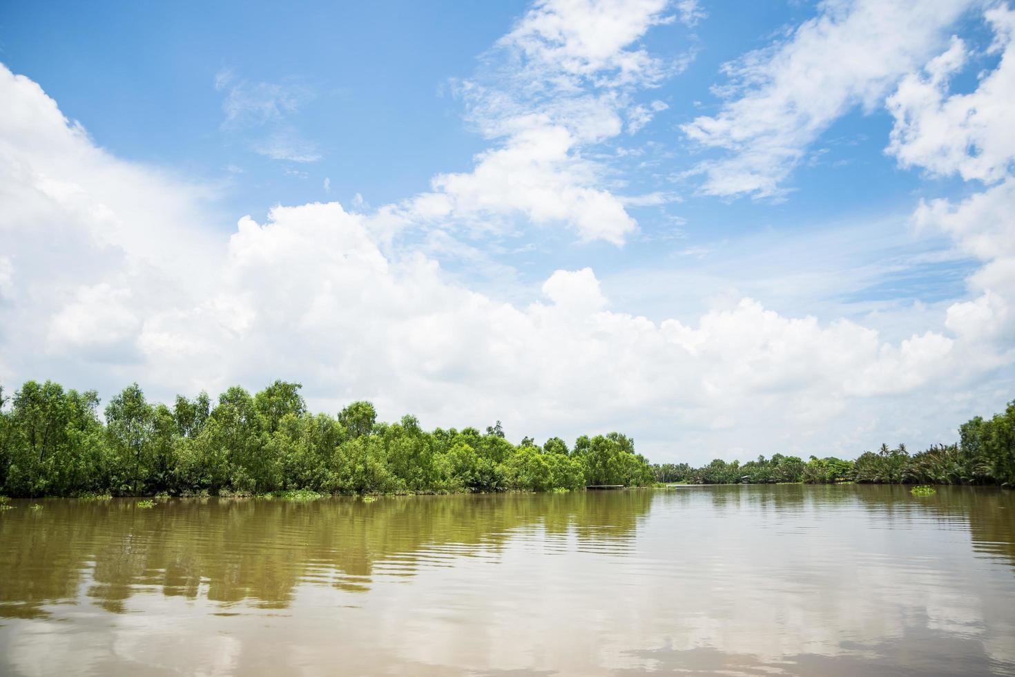 der Bang Pakong River in Thailand foto