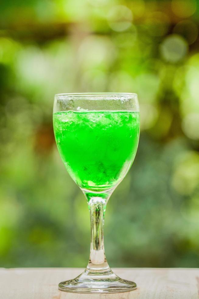 Glas grüner Saft foto