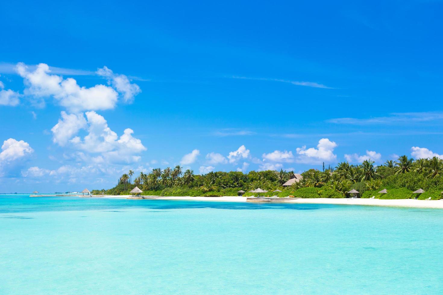 klares blaues Wasser in einem Resort foto