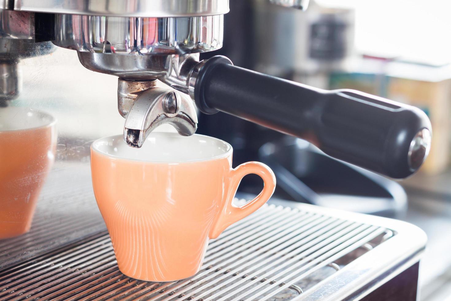Nahaufnahme einer Espressomaschine foto
