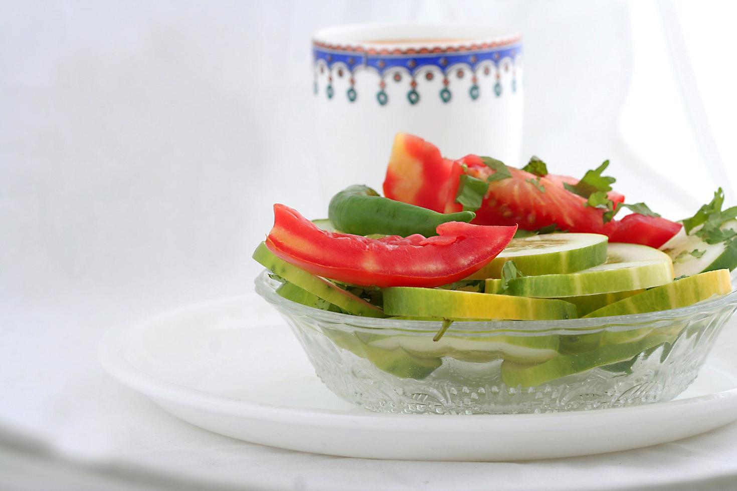 frischer grüner Gemüsesalat foto