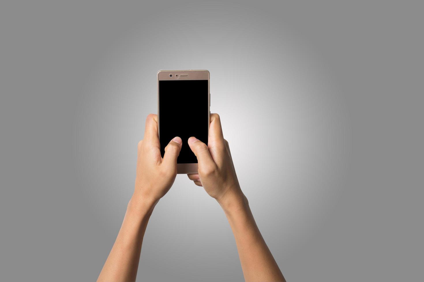 Nahaufnahme der Hand der Frau auf Handy lokalisiert auf weißem Hintergrund foto