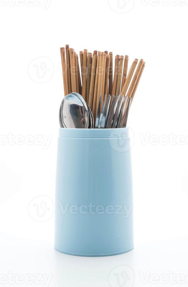 Besteckhalter mit Stäbchen, Löffel und Gabel foto