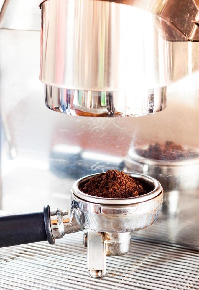 Kaffeemühle mit Espresso foto