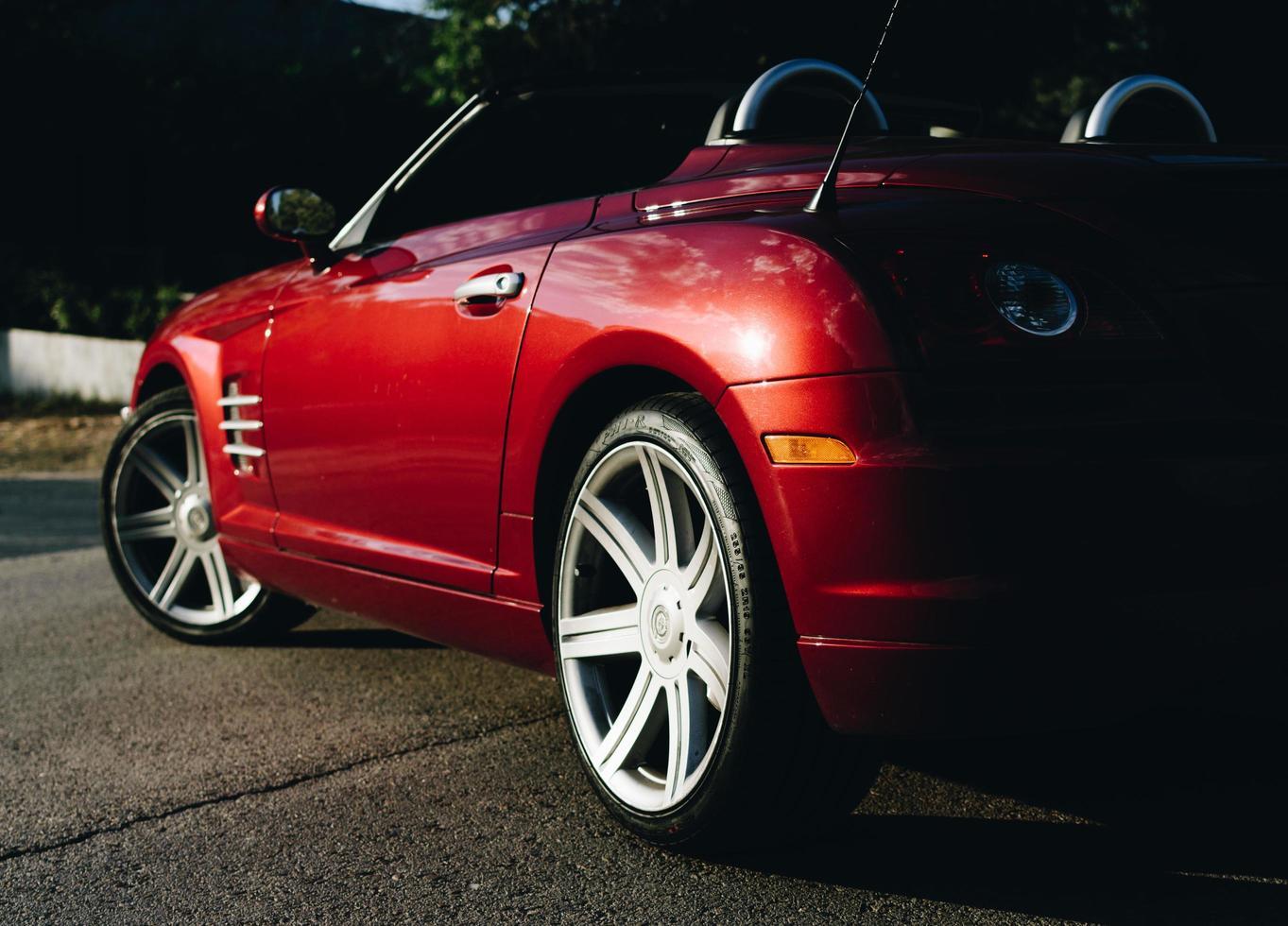 Chrysler Crossfire auf der Straße foto