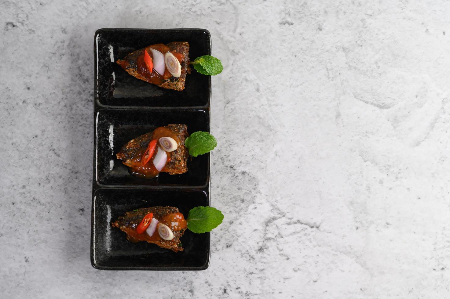 eine Vorspeise aus würzigen Sardinen foto