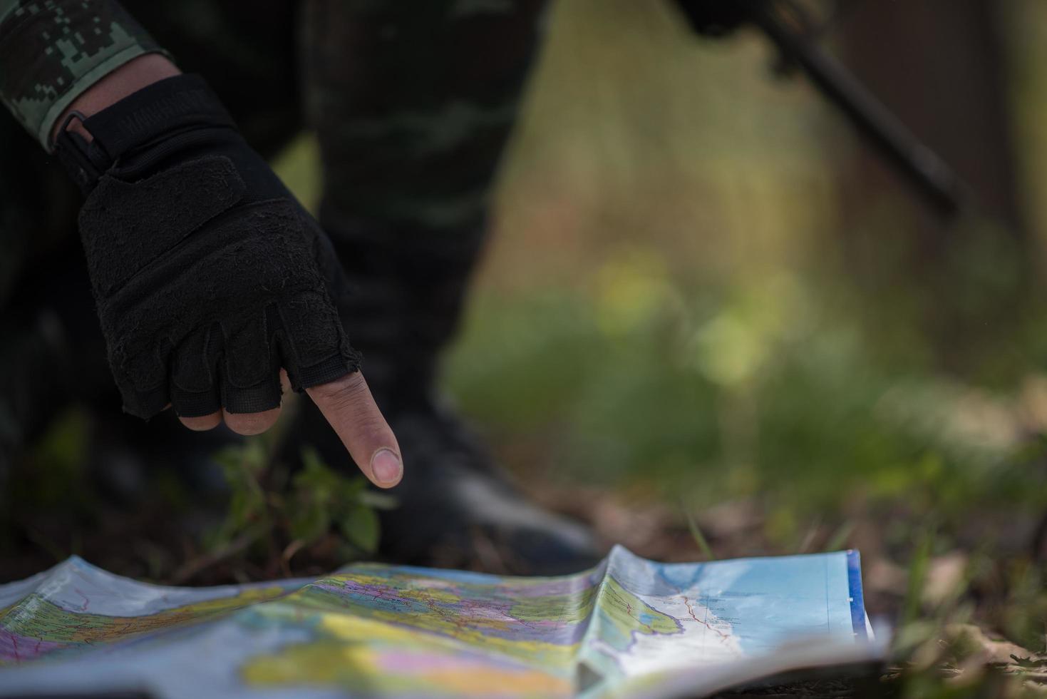 Soldat auf einer Karte foto