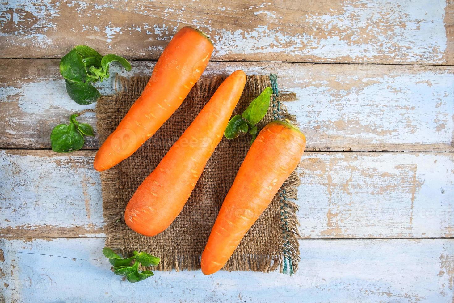 Draufsicht auf Karotten foto