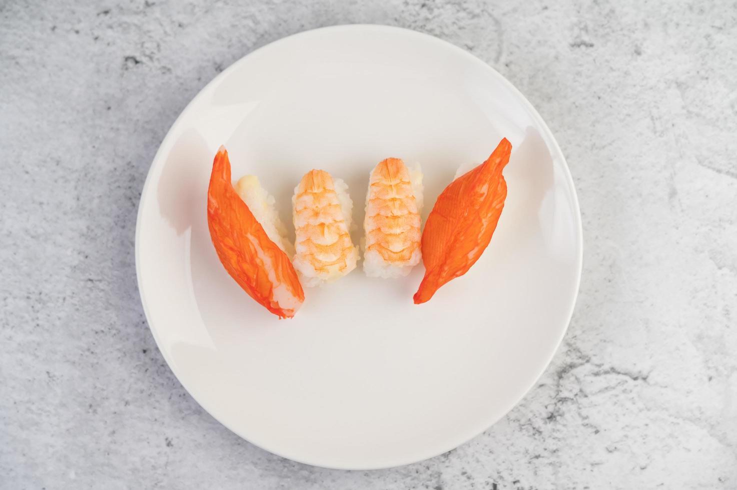 verschiedene Sushi-Rollen foto
