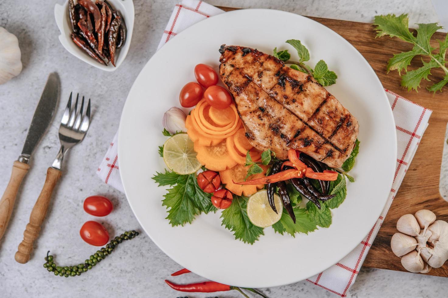 Hühnchensteak mit Gemüse foto