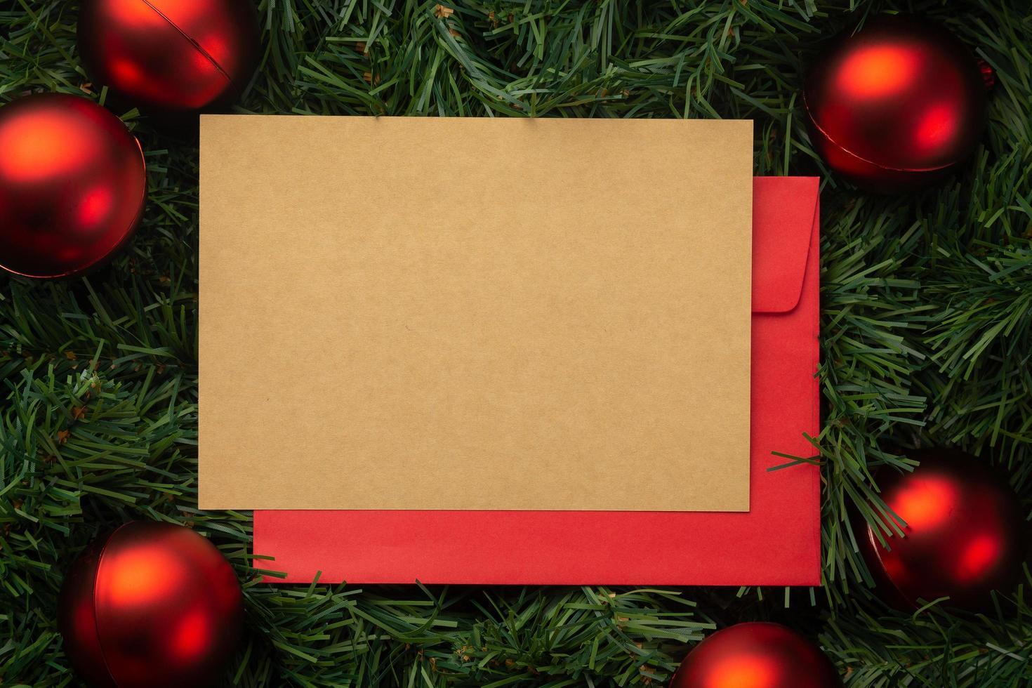 Frohe Weihnachten Grußkarte und Umschlag Modell Vorlage foto