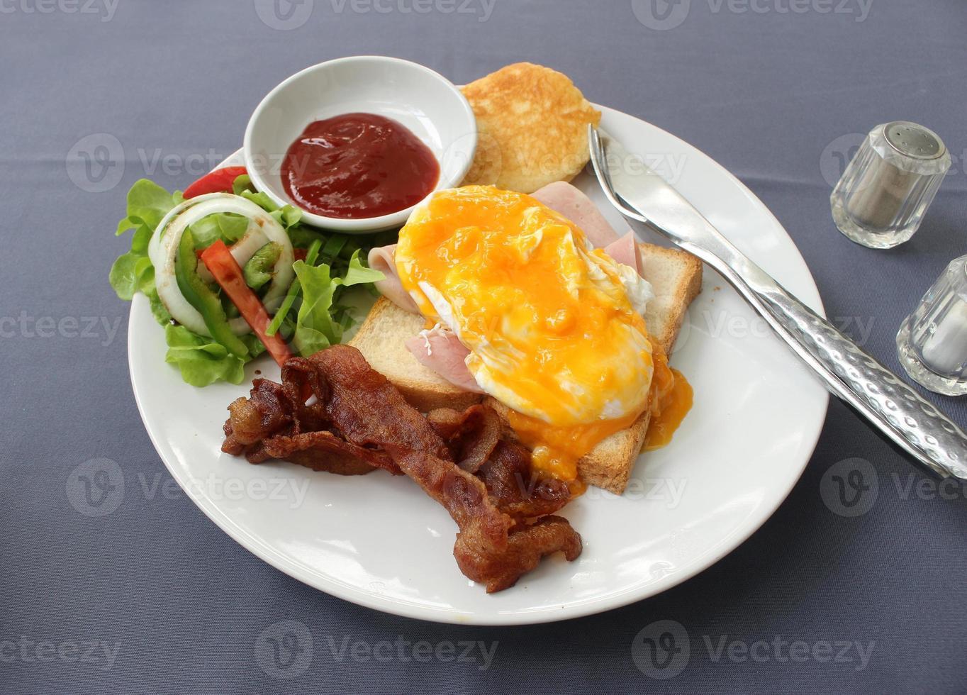 englisches Frühstück auf einem Teller foto