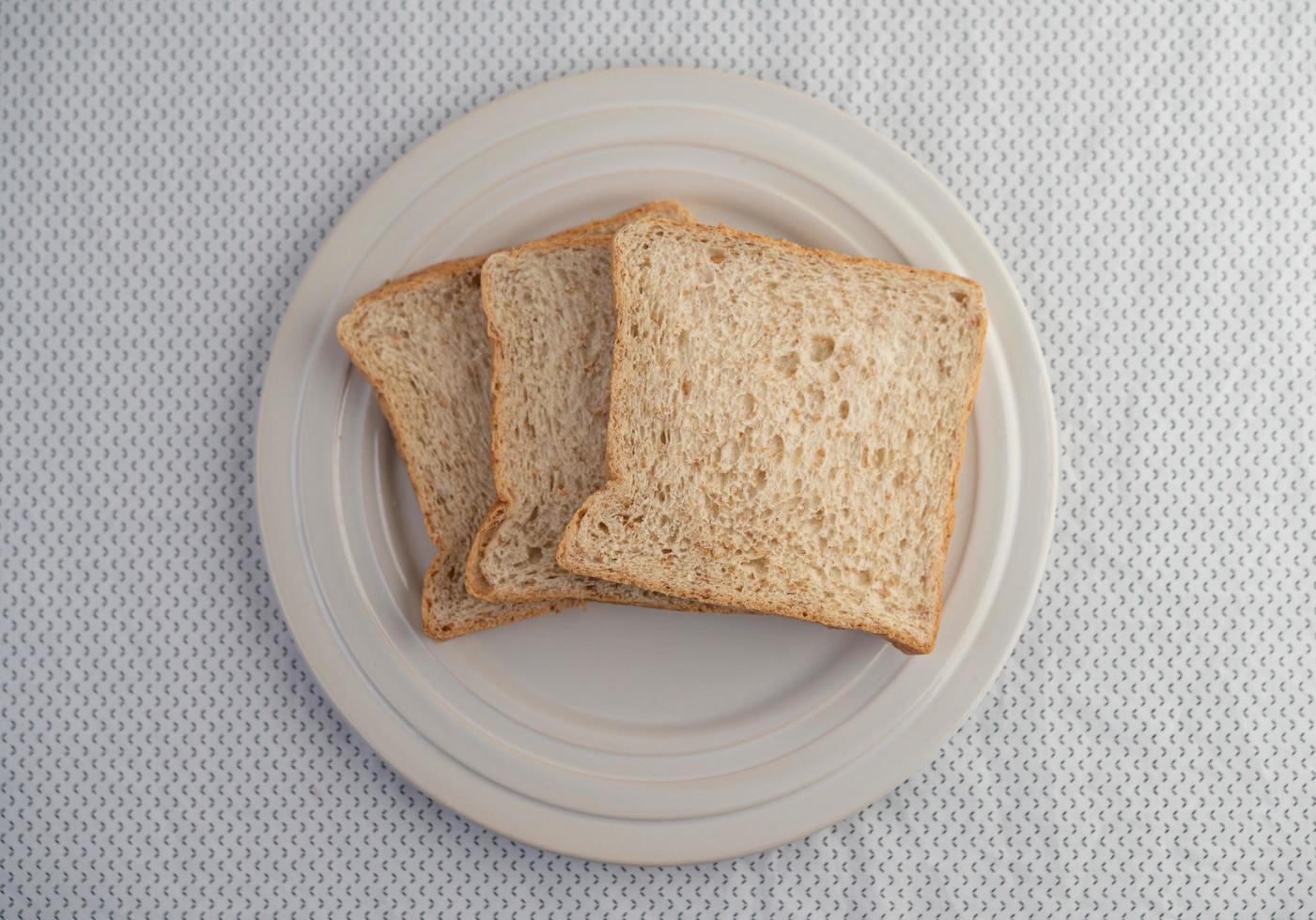 geschnittene Brotstücke foto